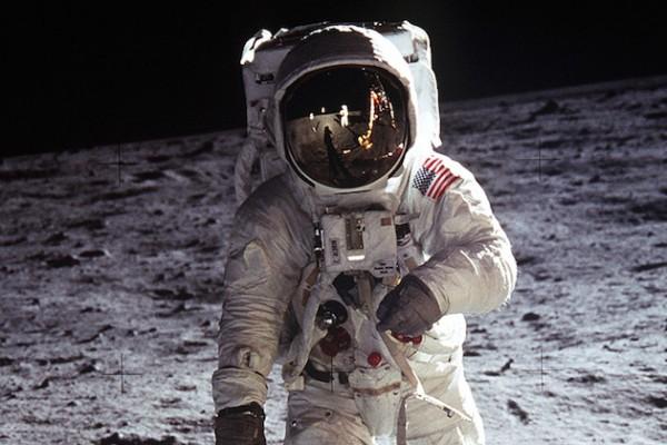 Aldrin_Apollo_11-sm-we